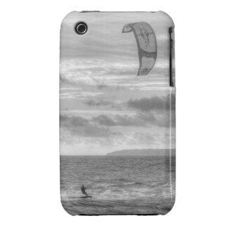 Persona que practica surf de la cometa Case-Mate iPhone 3 coberturas