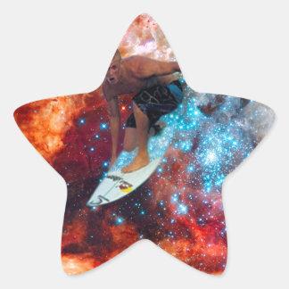 Persona que practica surf de la estrella calcomania forma de estrella