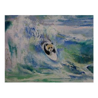 Persona que practica surf de la panda tarjetas postales