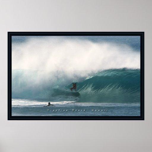 Persona que practica surf de la playa de la tuberí posters