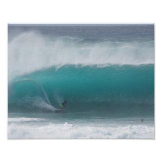 Persona que practica surf de la tubería del Banzai Fotografía