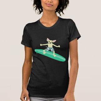 Persona que practica surf de Longboard de la Camiseta