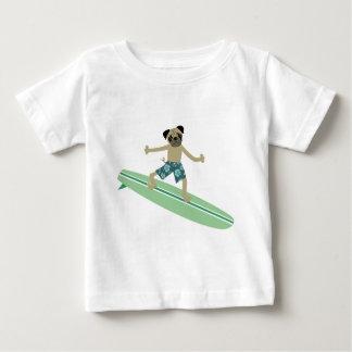 Persona que practica surf de Longboard del perro Playera De Bebé