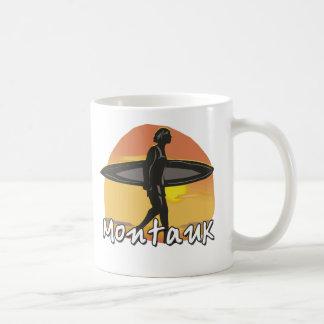 Persona que practica surf de Montauk Tazas De Café