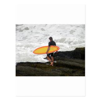 persona que practica surf de Newport Tarjetas Postales