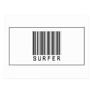 Persona que practica surf del código de barras tarjeta postal