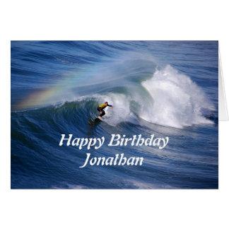 Persona que practica surf del feliz cumpleaños de tarjeta de felicitación