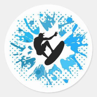 Persona que practica surf del Grunge Etiquetas Redondas