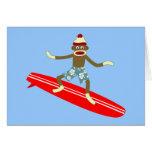 Persona que practica surf del mono del calcetín felicitación
