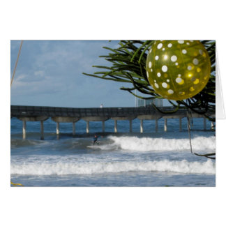Persona que practica surf del navidad felicitaciones