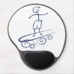 Persona que practica surf del palillo alfombrilla de raton con gel
