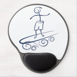 Persona que practica surf del palillo alfombrilla de ratón con gel
