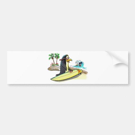 persona que practica surf del pingüino etiqueta de parachoque