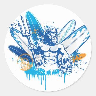 persona que practica surf del poseidon pegatina redonda
