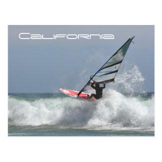 Persona que practica surf del viento de California Tarjetas Postales