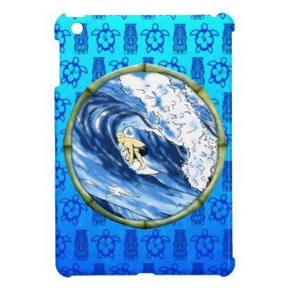 Persona que practica surf en el círculo de bambú