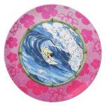 Persona que practica surf en el círculo de bambú plato de cena