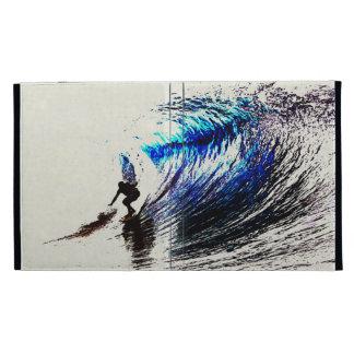 Persona que practica surf en la playa California d