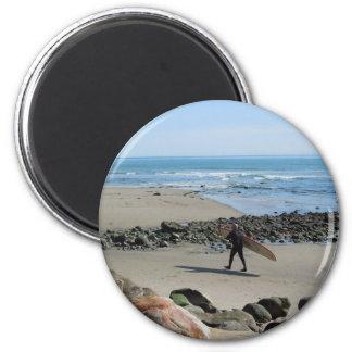 Persona que practica surf en la playa de Rincon, V Imán Redondo 5 Cm