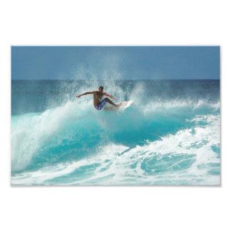 Persona que practica surf en una impresión grande fotografías