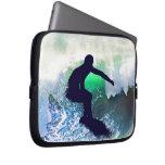 Persona que practica surf en una onda que se estre manga portátil