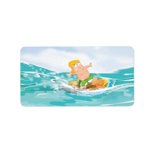 Persona que practica surf etiqueta de dirección
