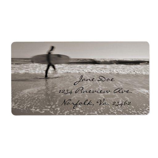 Persona que practica surf etiquetas de envío