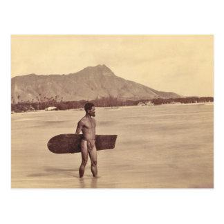 Persona que practica surf hawaiana nativa, C. 1890 Postal