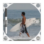 Persona que practica surf linda pizarras