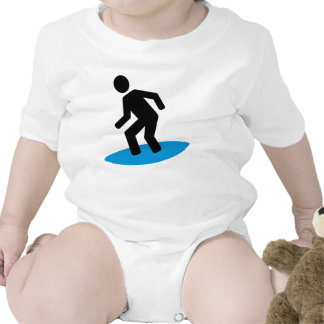 Persona que practica surf traje de bebé