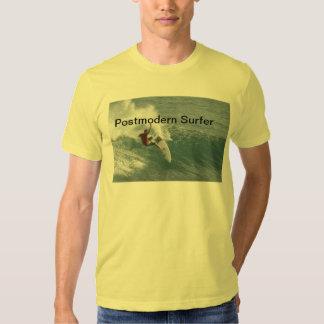Persona que practica surf postmoderna T - Slasher Camisas