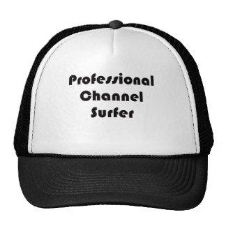 Persona que practica surf profesional del canal gorra