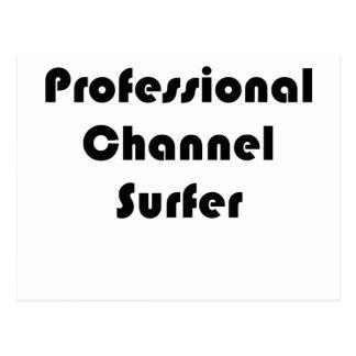 Persona que practica surf profesional del canal postal
