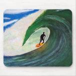 Persona que practica surf que practica surf la ond mouse pads