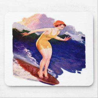 Persona que practica surf que practica surf retra alfombrillas de raton