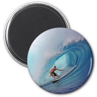 Persona que practica surf que practica surf una on imán redondo 5 cm