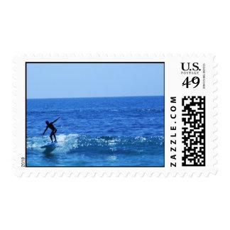 Persona que practica surf franqueo