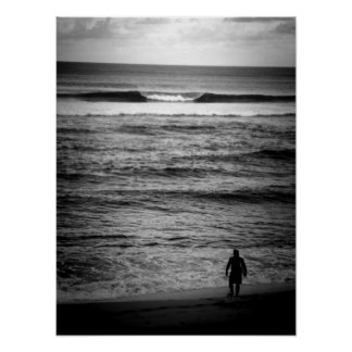 Persona que practica surf solitaria B&W Posters