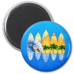 Persona que practica surf y tablas hawaianas iman de frigorífico