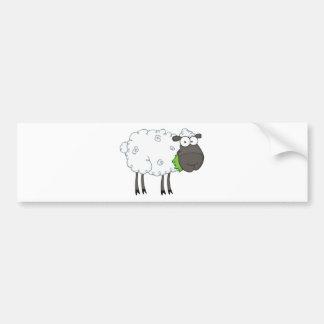 Personaje de dibujos animados de las ovejas negras etiqueta de parachoque