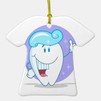 personaje de dibujos animados limpio feliz lindo adorno de cerámica en forma de camiseta