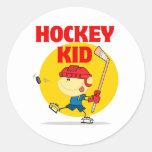 personaje de dibujos animados lindo del niño del h etiquetas redondas