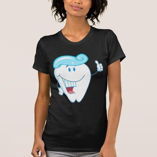 Personaje de dibujos animados sonriente del diente playera