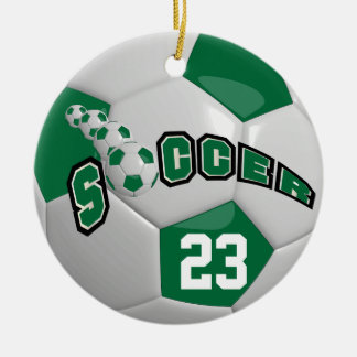 Personalice el balón de fútbol el | verde oscuro adorno navideño redondo de cerámica