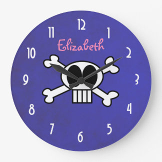 Personalice el cráneo lindo y la bandera pirata reloj redondo grande