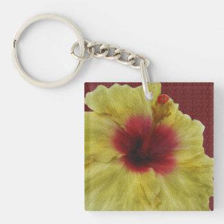 Personalice la pintura amarilla de la flor del llavero cuadrado acrílico a doble cara