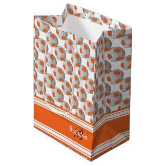 Personalice los balones de fútbol anaranjados bolsa de regalo mediana