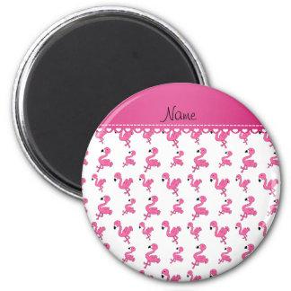Personalice los flamencos rosados blancos imán redondo 5 cm