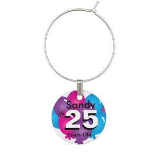 Personalice los globos coloridos del cumpleaños identificadores de copas