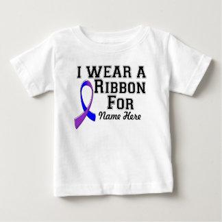Personalíceme llevan una cinta azul y púrpura playeras